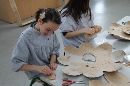 Arts in aducation workshops by artastic -making big flowers