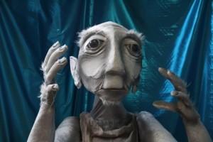 Walkabout puppet juggler